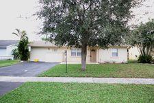 9754 Saddlebrook Dr, Boca Raton, FL 33496