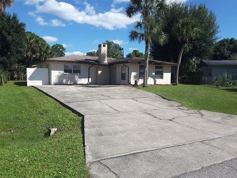2120 E Gardenia Cir, North Fort Myers, FL 33917