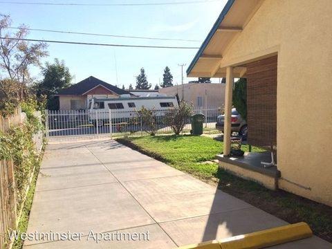851 W 94th St, Los Angeles, CA 90044