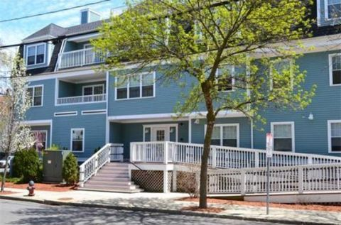 135 Willow Ave Apt 4, Somerville, MA 02144
