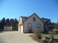 869 Hickory Ln, Hartford, WI 53027