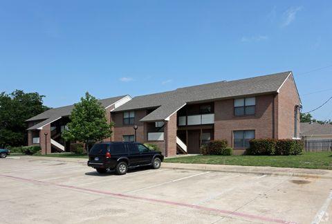 2300 Yorkstown Dr, Ennis, TX 75119