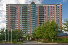 100 Tower Dr, Edgewater, NJ 07020