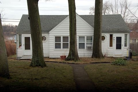 3855 Oak Knoll Rd, Waterford Township, MI 48328