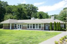 Lake Pointe Cir, Middle Island, NY 11953