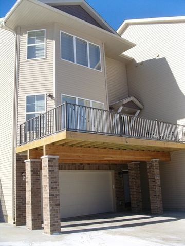 275 Holiday Rd Apt 6, Coralville, IA 52241