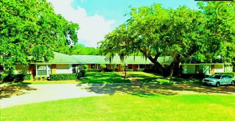 570 Royal Palm Blvd, Vero Beach, FL 32960
