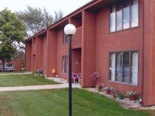 118 1st St E, Stewartville, MN 55976