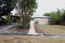 423 Hawthorne Dr, Lake Park, FL 33403
