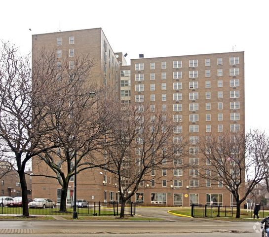 Apartments In Chicago For Rent: Apartment For Rent At 1750 W Peterson Ave, Chicago, IL