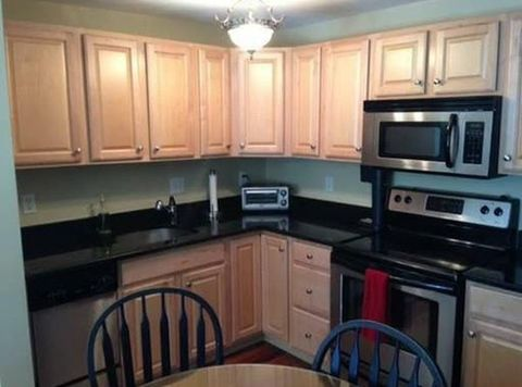 191 Commercial St Apt 303, Braintree, MA 02184