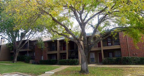 2400 Stone Hollow Dr, Brenham, TX 77833