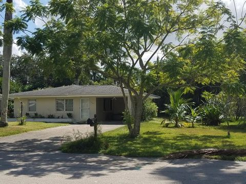 1724 Ardmore Rd, Fort Myers, FL 33901