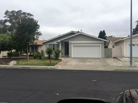 1336 Garmont Ct, Rohnert Park, CA 94928