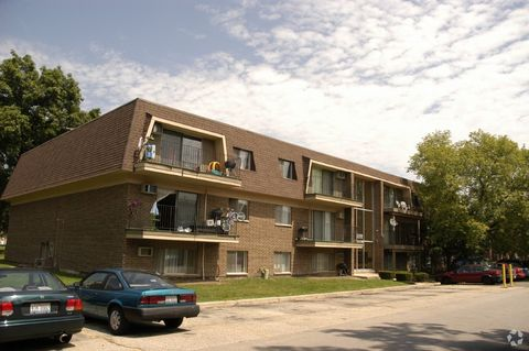 1200 Kings Cir, West Chicago, IL 60185