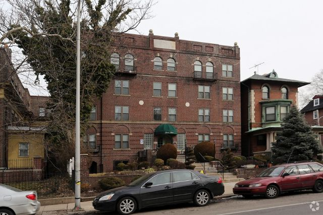 Apartment For Rent At 400 S 48th St Philadelphia Pa