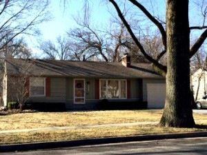 4917 Tomahawk Rd, Prairie Village, KS 66208