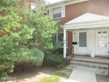 6868 Country Ln, Dearborn Heights, MI 48127