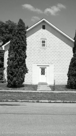 716 W King St, Garrett, IN 46738