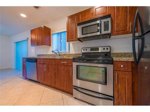 325 Ne 2nd St, Hallandale, FL 33009