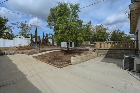 213 Townsend St, Lake Elsinore, CA 92530