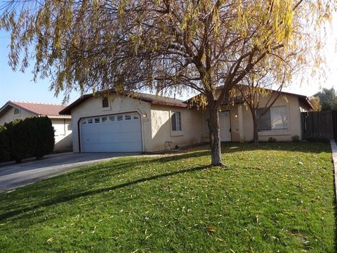 1117 Hazelnut St, Wasco, CA 93280