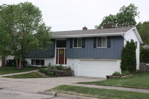 13761 Grove Dr, Garfield Heights, OH 44125