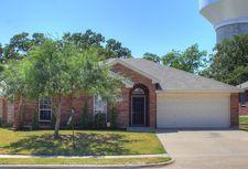 924 Hidden Oaks Dr, Burleson, TX 76028