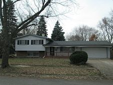 904 Darlington Ln, Crystal Lake, IL 60014