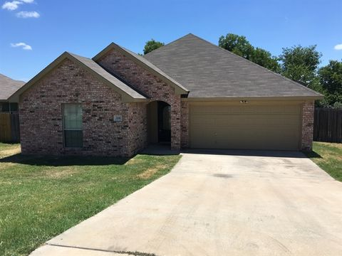 206 Willow Creek Dr, Weatherford, TX 76085