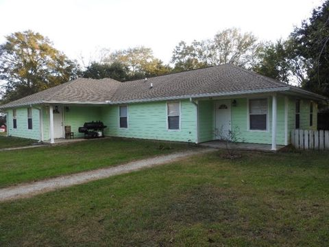 410 B Washington St, Bay Saint Louis, MS 39520