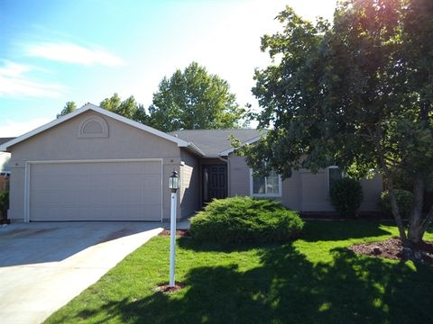 3007 Manchester Dr, Caldwell, ID 83605