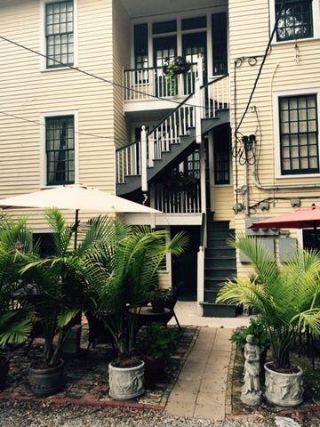 4 Fontainebleau Dr Apt C, New Orleans, LA 70125