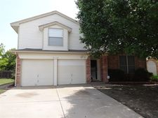 7113 Summerset Dr, Benbrook, TX 76126