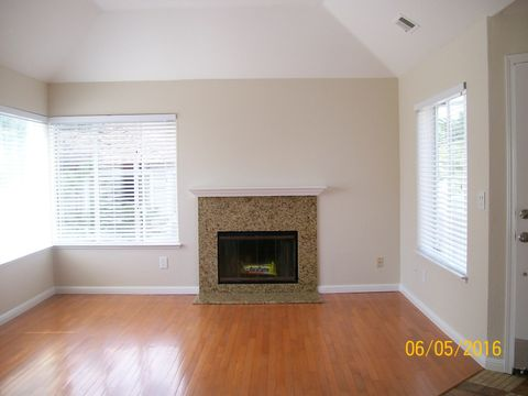 383 Green Ridge Dr Apt 10, Daly City, CA 94014