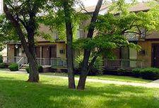 305 Village Dr, Woodbridge, NJ 07095