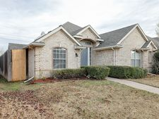 5704 Bedford Ln, The Colony, TX 75056