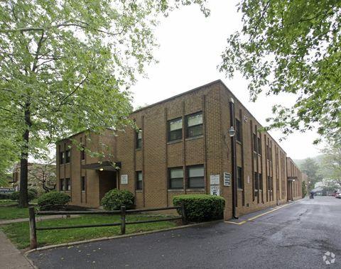 650 Somerset St, North Plainfield, NJ 07060