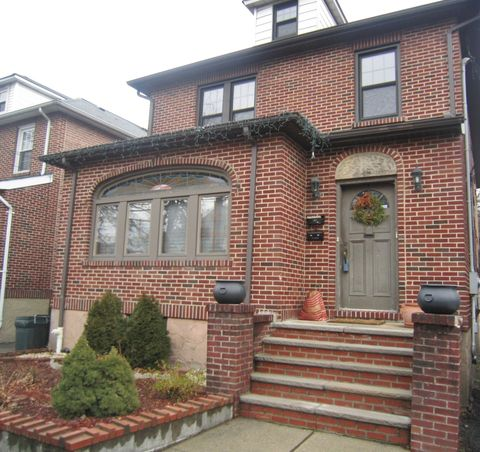782 Kingsland Ave, Ridgefield, NJ 07657