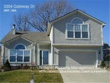 3304 Gateway Dr, Independence, MO 64057