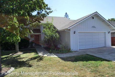 535 Nw Midland Ave, Grants Pass, OR 97526