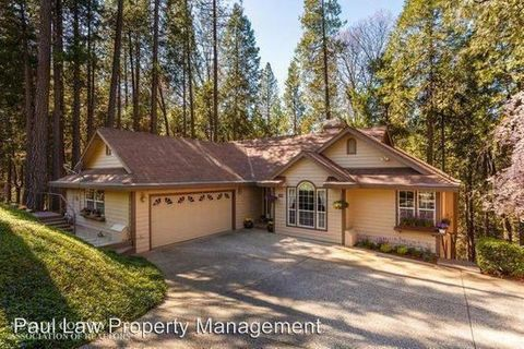 140 Buckingham Ct, Grass Valley, CA 95949