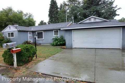 1246 Watson Dr, Grants Pass, OR 97527