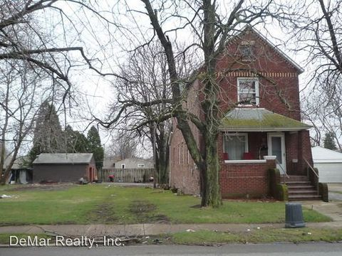 481 12th St, Campbell, OH 44405