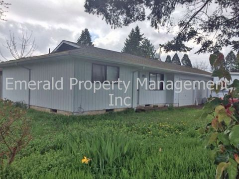 615 S 37th St, Springfield, OR 97478