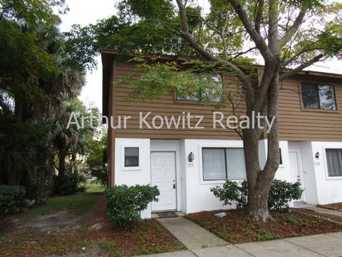 190 W Sandalwood Ct, Daytona Beach, FL 32119
