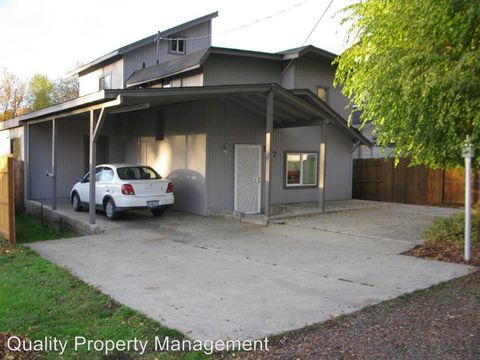 107 N Shasta Ave, Eagle Point, OR 97524