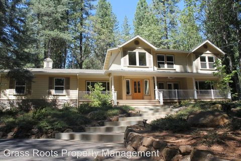 15066 Chattering Pines Rd, Grass Valley, CA 95945
