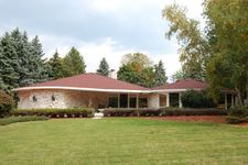 300 Bunker Hill Dr, Brookfield, WI 53005