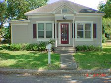 126 Orange St, Angleton, TX 77515